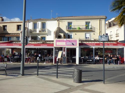 Hotel-Restaurant Du Port : Hotel near Villeveyrac