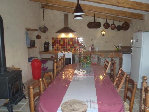 Gite du Domaine de Bombes : Guest accommodation near Le Recoux