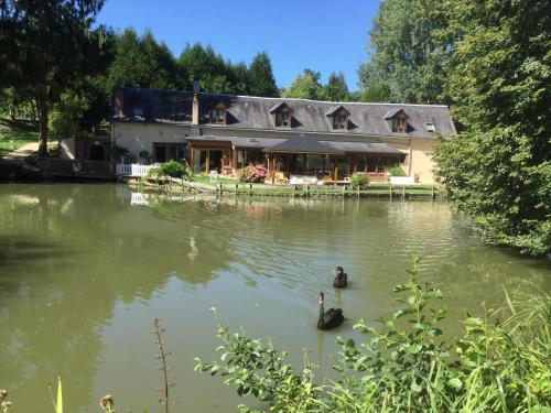 Le Moulin Calme : Bed and Breakfast near Montabon