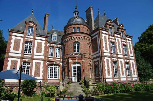 Chateau de Luzigneul : Bed and Breakfast near Cerqueux