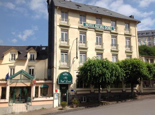 Hotel Au Val Doré : Hotel near Chastreix