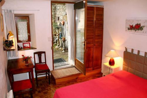 Chambre d'Hôtes la Poterie : Guest accommodation near Lespinassière
