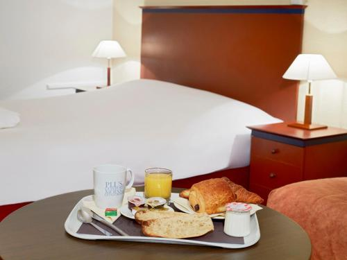 Kyriad Prestige Joinville-Le-Pont : Hotel near Sucy-en-Brie
