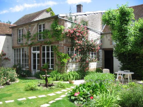 Chambre d'hôtes La Graineterie : Bed and Breakfast near Subligny