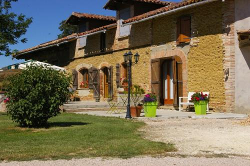 La Ferme de Menoun : Bed and Breakfast near Caubiac