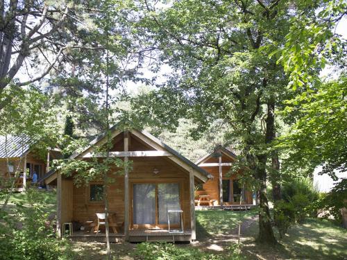 HUTTOPIA Divonne : Guest accommodation near Vesancy