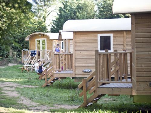 Camping de Lyon : Guest accommodation near Marcilly-d'Azergues