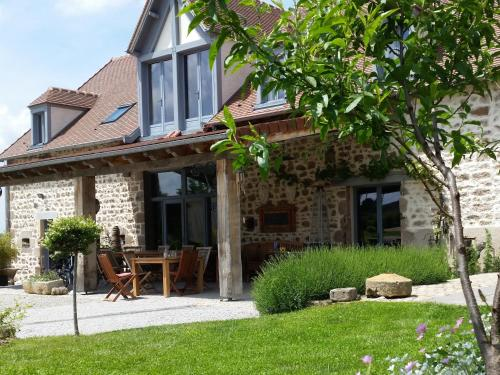 Shenmen : Bed and Breakfast near Ars-les-Favets