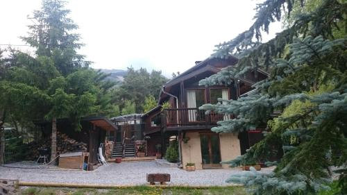 Chalet Espace Lumière : Guest accommodation near Seyne