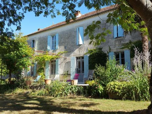 Holiday home Neuffons : Guest accommodation near Saint-Martin-de-Lerm