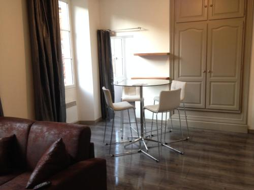 Studio de la Halle. : Apartment near Le Bouyssou