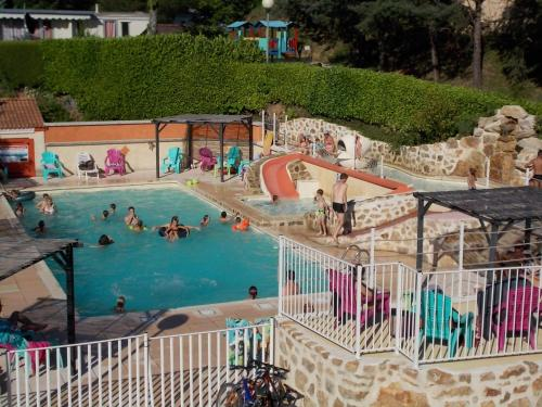 Camping les Roches : Guest accommodation near Colombier-le-Jeune