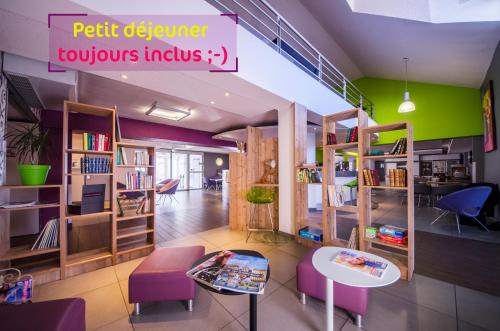 ibis styles Brive Ouest : Hotel near Larche