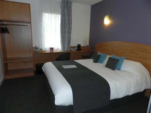 Hotel The Originals Bressuire Plume (ex Inter-Hotel) : Hotel near Saint-Varent