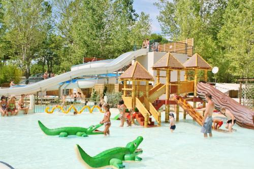 Carazur camping Valras Plage : Guest accommodation near Vendres