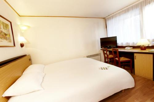 Campanile Cholet : Hotel near La Tessoualle