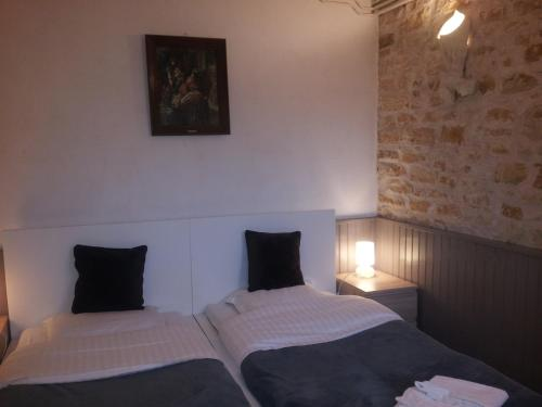 Les Buissonnets : Bed and Breakfast near Verneuil