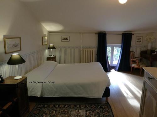 Hotel Logis - Chateau de Beauregard : Hotel near Urau