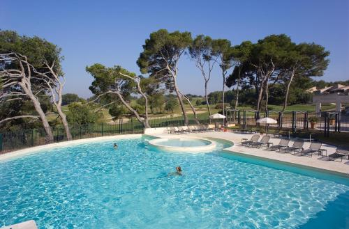 Madame Vacances Résidence Provence Country Club : Guest accommodation near Saumane-de-Vaucluse