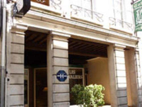 Hôtel Les Chevaliers : Hotel near Chérêt