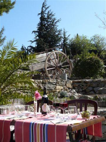 Auberge la Table du Curé : Bed and Breakfast near Cucugnan
