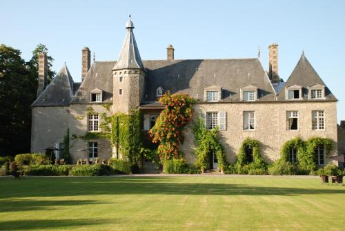 Château de Saint Paterne : Hotel near Larré