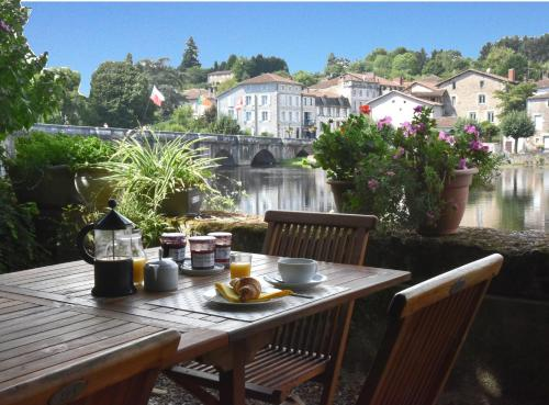 Maison du Magnolia : Bed and Breakfast near Confolens