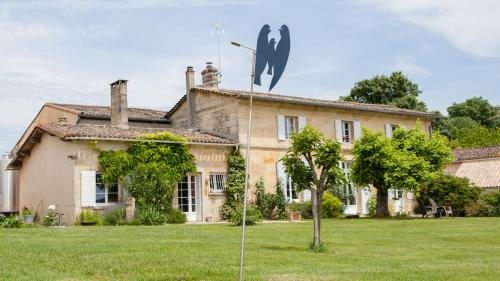 Château Nardou : Guest accommodation near Le Fieu