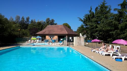 Camping de Saulieu : Guest accommodation near Saint-Brisson