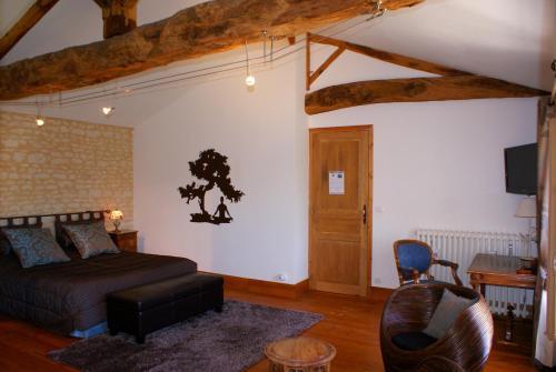 Domaine des Doucins & Spa : Guest accommodation near Chaunac