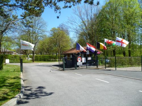 Camping de Vittel : Guest accommodation near Tignécourt