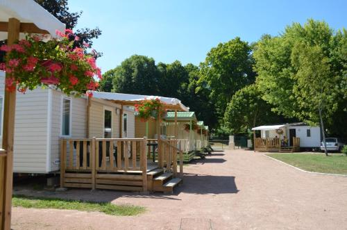 Camping des Halles : Guest accommodation near Frasnay-Reugny