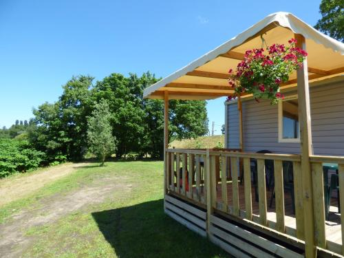 Camping de Nevers : Guest accommodation near Frasnay-Reugny