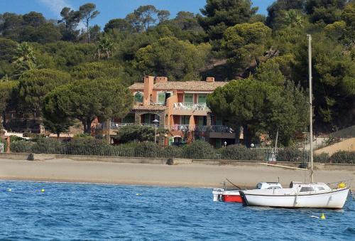 Villa L'ensoleillade : Guest accommodation near La Londe-les-Maures