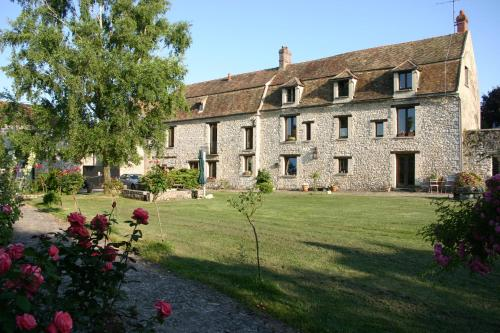 La Fauconnerie Du Roy : Bed and Breakfast near Méré