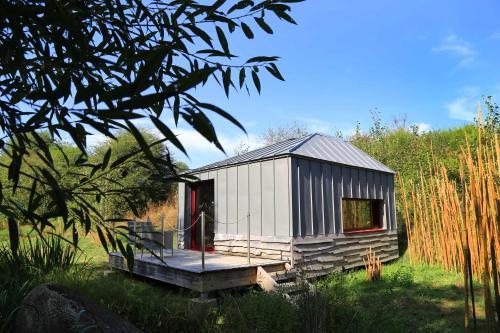 Terragora Lodges - Hotel atypique : Guest accommodation near Mallièvre