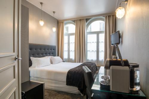 Hôtel Lodge du Centre : Hotel near Paris 9e Arrondissement
