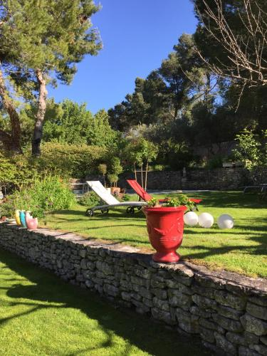 Le Mas des Anges : Guest accommodation near Cheval-Blanc