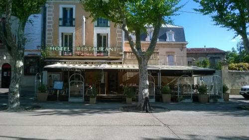 Hôtel Le Terminus : Hotel near Lacoste