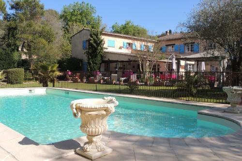 Logis Le Relais Gourmand : Hotel near Valbonne