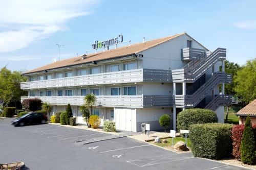 Campanile Caen Est - Mondeville : Hotel near Touffréville
