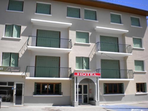 Hôtel de la Table Charolaise : Hotel near Niévroz