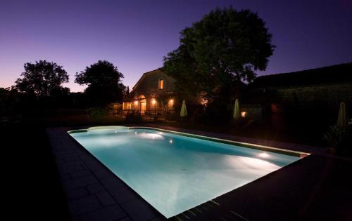 La Vayssade - Maison d'Hôtes - Jacuzzi, Piscine & Truffes : Guest accommodation near Montpezat-de-Quercy