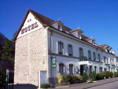 Hotel De La Tour : Hotel near Saint-Pierre-lès-Elbeuf