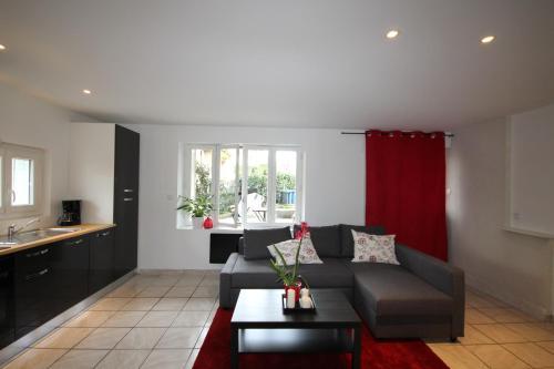 Appartement avec terrasse rez de chaussée : Apartment near Launaguet