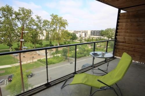 Moderne T2 avec balcon et parking : Apartment near Labastide-Saint-Sernin