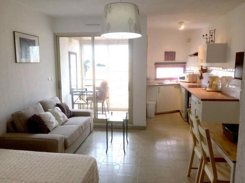 Les Jardins de Port-Issol Appartement Vue Mer : Apartment near Sanary-sur-Mer