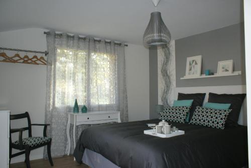 Aux Agapanthes : Bed and Breakfast near Peillac