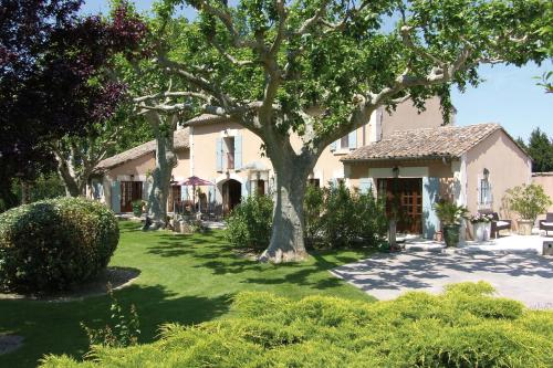 Villa Mas St Jean B&B : Bed and Breakfast near Verquières