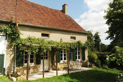 Kimaro Farmhouse Holiday Cottage : Guest accommodation near Parigny-la-Rose